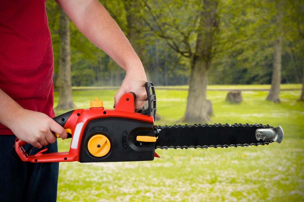 How many amps does an electric chainsaw use?