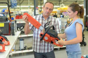 Electric Chainsaw Comparison: Corded and Cordless Chainsaws