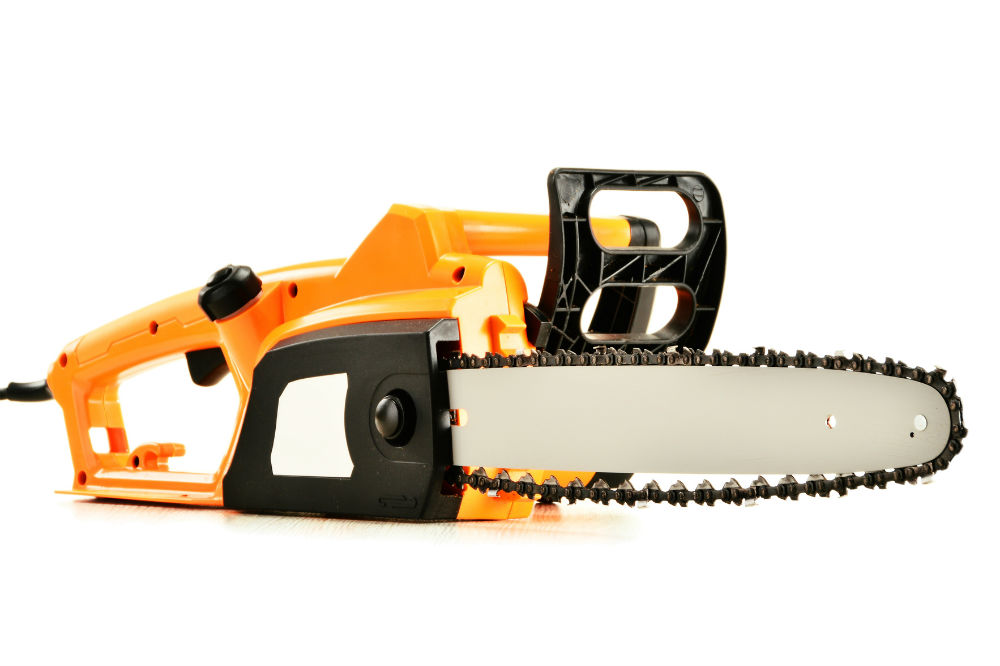 How tight should your chainsaw chain be